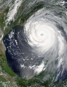 235px-Hurricane_Katrina_August_28_2005_NASA.jpg (17407 bytes)