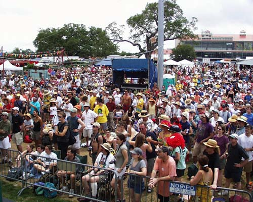 tin_men-crowd_jazz_fest.jpg (66968 bytes)